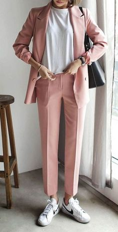 Make a pink double breasted blazer and rose pink suit pants your outfit choice if you're going for a neat, stylish look. White leather low top sneakers will add a new dimension to an otherwise classic look. Mode Outfits, Office Outfits, Fashion Outfits, Womens Fashion, Looks Street Style, Looks Style, Look Fashion, Korean Fashion, Street Fashion