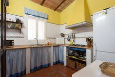 Échale un vistazo a este increíble alojamiento de Airbnb: casaelcanijo, cerca de Sevilla - Casas en alquiler en Hinojos