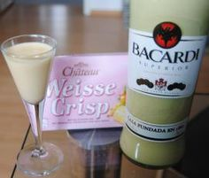 Weisseschokoladen-Likör Recipe White Chocolate Liqueur by – Recipe in the Beverages category Smoothie Popsicles, Smoothie Drinks, Detox Drinks, Smoothies, Party Drinks, Cocktail Drinks, Cocktails, Alcoholic Drinks, Reading Room Decor