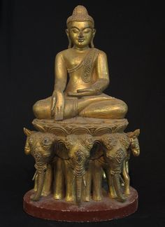 Old sitting Buddha [Material: Wood] [61 cm high] [Originating from Burma]