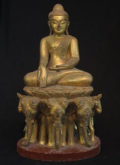 Old sitting Buddha [Material: Wood] [61 cm high] [Originating from Burma]