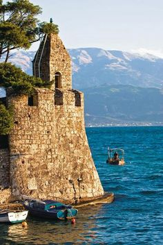 Nafpaktos: Περαντζάδα στο παλιό λιμάνι και τα γραφικά κάστρα!