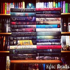 Anyone reading FOUR this weekend? <4 epicreads:  What are you reading?