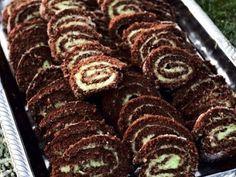 Recept på kokos- och chokladrulltårta med lime- och smörkräm. Rulltårtan kan bakas flera veckor innan festen och frysas in. Variera smaken på fyllningen med andra citrusfrukter.