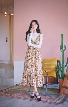 daily 2018 feminine & classy look Modest Dresses, Modest Outfits, Simple Dresses, Cute Dresses, Korean Girl Fashion, Ulzzang Fashion, Asian Fashion, 90s Fashion, Long Skirt Fashion