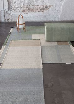 Tres is a flat-weave Dhurrie rug collection designed by Elisa Padrón and Nani Marquina that combines wool, felt and cotton. Tres pays a tribute to the ancient craft of weaving. Atrium House, Dhurrie Rugs, Neutral, Weaving, Textiles, Indoor, Inspiration, Fabrics, Tejidos