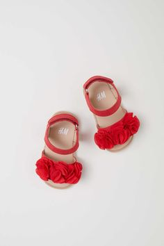 Babyklær til jente – Shop til din baby online Baby Girl Sandals, Girls Sandals, Baby Girl Shoes, Cute Baby Girl, Girls Shoes, Red Sandals, Baby Boots, Baby Girl Gear, Baby Baby
