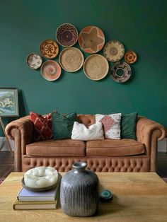 Boho home decor idea Boho baskets on the wall, dark green walls, bohemian interior living room. Dark Green Living Room, Dark Green Walls, Teal Living Rooms, Accent Walls In Living Room, Colourful Living Room, Boho Living Room, Living Room Sofa, Living Room Interior, Living Room Designs