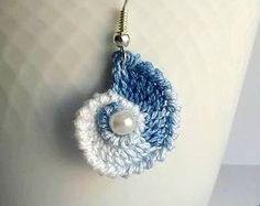 Orecchini Pendenti Conchiglia all'Uncinetto con perlina, Blu sfumato