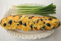 Black Olive and Green Onion Cheese Bread - Sinful! Raw Food Recipes, Bread Recipes, Appetizer Recipes, Baking Recipes, Party Recipes, Appetizers, Skillet Bread, Skillet Meals, Skillet Recipes