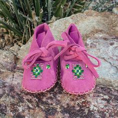 CHEYENNE-PINK LEATHER BABY MOCCASINS-JANET WHITEMAN-NATIVE AMERICAN BEADWORK Native American Moccasins, Native American Beadwork, Baby Moccasins, Leather Moccasins, Clothing Hacks, Off White Color, White Beads, Pink Leather, Nativity