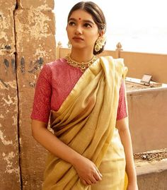 Beautiful saree from Jewellery: . Cotton Saree Designs, Sari Blouse Designs, Trendy Sarees, Stylish Sarees, Indian Attire, Indian Ethnic Wear, Indian Dresses, Indian Outfits, Indian Clothes