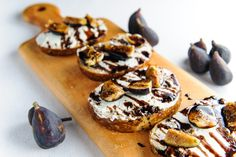 Balsamic Fig and Goat Cheese Toasts // holy yum... the perfect fall treat!