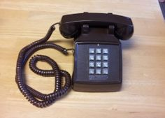 Brown ITT 183499-103 Tabletop Single Line Corded Telephone ~ For Parts ~ Prop