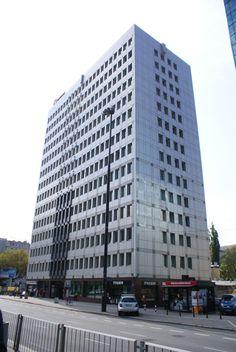 Budynek posiada biznesowy standard oraz  oraz jest przystosowany dla osób niepełnosprawnych.