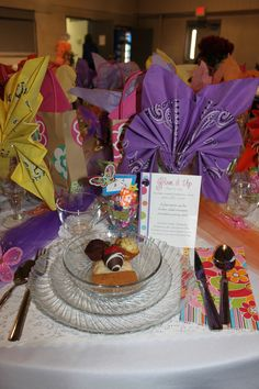 Butterfly folded napkins ~ This would be nice for a birthday party...♥