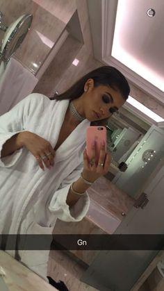 Welcome to ZendayaC-News, your source dedicated to the amazing and talented actress and singer Zendaya Coleman. Zendaya Makeup, Zendaya Outfits, Zendaya Style, Zendaya Fashion, Dress Fashion, Fashion Outfits, Pretty People, Beautiful People, Beautiful Women