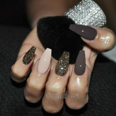 Nails design brown matt gold