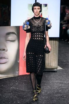 Miu Miu Fall 2019 Ready-to-Wear Fashion Show - Vogue Miu Miu, Knit Fashion, Fashion Show, Fashion Design, Daily Fashion, Runway Fashion, Fashion Trends, Mode Crochet, Winter Fashion Outfits