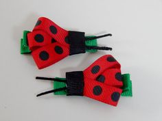 Two handmade Ladybug hair clips for Baby por AmandaMcMillenDesign