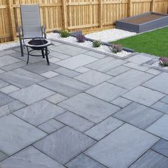 Natural Stone Patio Pack per m²) Garden Slabs, Garden Tiles, Garden Paving, Stone Patio Designs, Backyard Patio Designs, Backyard Landscaping, Patio Ideas, Concrete Patio Designs, Landscaping Design