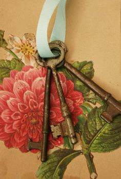NEVER PAINT OLD SKELETON KEYS! paint only cheap  reproductions!