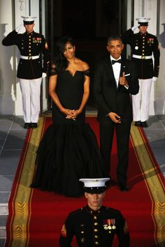 soph-okonedo:    U.S. President Barack Obama and U.S. First Lady Michelle Obama pose while waiting on the North Portico for the arrival of Chinese President Xi Jinping and his wife Madame Peng Liyuan ahead of a state dinner at the White House September 25, 2015 in Washington, DC