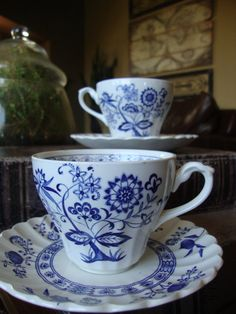 J & G Meakin England Classic White Blue Nordic Onion Tea Cup and Saucer set of 2  TYCAALAK