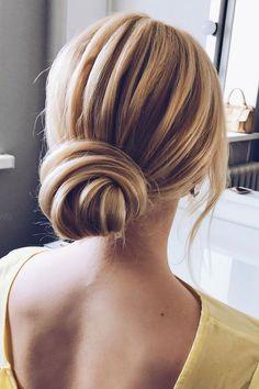 Low Updo hairstyle | fabmood.com #hairstyle #braids #braidedupdo #updoideas #bridehair #weddinghairstyles