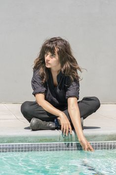 """newyorker: """" The Strange Poignancy of Courtney Barnett's Minutiae """"The Australian musician Courtney Barnett often sings about anxiety and depression. One track on """"Tell Me How You Really Feel,"""" her new album, is titled """"Crippling Self-Doubt and a. Music Pics, My Music, Music Stuff, Courtney Barnett, Alison Mosshart, Shirley Manson, Sky Ferreira, Women In Music, Patti Smith"""