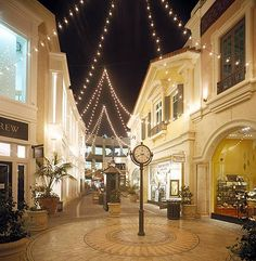 The #Grove Shopping Center is a large outdoor mall with fountains, music, family restaurants, movie theatres and shops. http://celebhotspots.com/hotspot/?hotspotid=6429&next=1