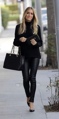 PANTALONES NEGROS DE PIEL O IMITACIÓN PIEL Hola Chicas!!! Les dejo una galería de fotografías con outftis que como protagonista son los pantalones negros de piel (imitación piel) son muy prácticos y se ven mucho mas elegantes que los leggins de algodon