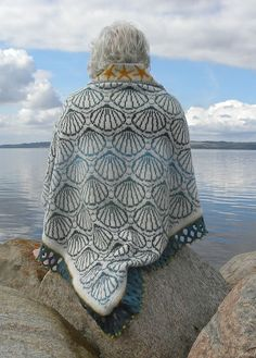 Ravelry: shell shawl pattern by Ruth Sorensen.
