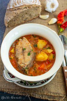 Gulaș de pește - o rețetă simplă și deosebită | Bucate Aromate Romanian Food, Chana Masala, Fish Recipes, Thai Red Curry, Chili, Seafood, Food And Drink, Pork, Meat