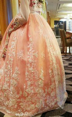 #라이브카지노먹튀 hanbok Korean Traditional Dress, Traditional Fashion, Traditional Dresses, Korean Dress, Korean Outfits, Korean Accessories, Modern Hanbok, Oriental Dress, Culture Clothing