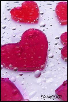 iphone wallpaper red hearts by ninispics.de, via Flickr