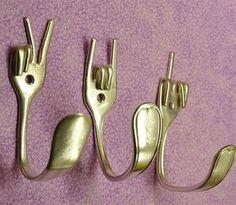 gabel gold ideen wandhaken selbermachen fork gold ideas wall hook yourself fork gold ideas wall hook Easy Crafts, Arts And Crafts, Diy Crafts New, Creative Crafts, Kids Crafts, Diy Upcycling, Deco Originale, Creation Deco, Coat Hooks
