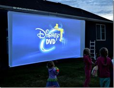 Summer time is here, lets make some memories with an outdoor theater! Family and friends will enjoy themselves under the stars with these great tips! Outdoor Movie Party, Outdoor Movie Screen, Outdoor Theater, Backyard Movie Theaters, Backyard Movie Nights, Outdoor Movie Nights, Set Theatre, At Home Movie Theater, Dive In Movie