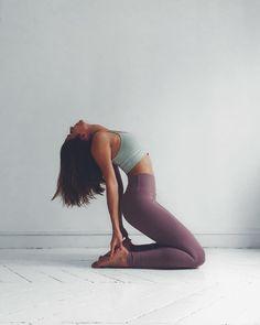 yoga photography / yoga _ yoga poses for beginners _ yoga poses _ yoga fitness _ yoga quotes _ yoga inspiration _ yoga photography _ yoga outfit Yoga Meditation, Yoga Positionen, Mat Yoga, Yoga Flow, Yoga Fitness, Sport Fitness, Fitness Tips, Yoga Routine, Yoga Inspiration