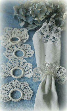 Crochet Napkin Rings - no pattern Thread Crochet, Crochet Motif, Crochet Doilies, Crochet Flowers, Crochet Lace, Crochet Patterns, Crochet Home Decor, Crochet Kitchen, Crochet Gifts