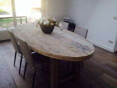 Oval dining table … beautiful with thick leaves!