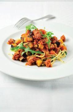 Spaghetti met pikante worstjes, aubergines, tomaat en specerijen - Ambiance
