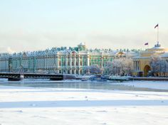 russie-st_petersbourg-nieva_palais_hiver