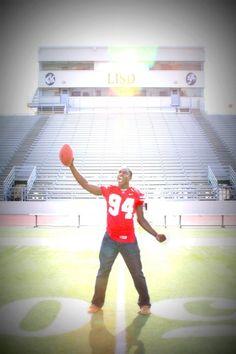Senior picture ideas for guys, football, athlete, North Texas Photographer Lisa McNiel