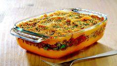 Découpez  et hâchez les cuisses de canard après avoir mis de côté la graisse.   Dans une poêle,  faites blondir  le canard, les échalotes, les oignons, la ciboulette et les tomates confites.   Au micro-ondes,  décongelez  la purée de patate douce.    Dressez  votre hachis dans le platPyrex® puis  saupoudrez  de chapelure.    Passez  au four, à 200°C, pendant 25 minutes.