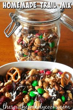 TRAIL MIX-The Southern Lady Cooks, Easy and Makes a Great Gift rezepte selber machen mix mix bar mix bar wedding mix recipes mix recipes for kids Trail Mix Recipes, Snack Recipes, Cooking Recipes, Jar Recipes, Candy Recipes, Quick Snacks, Yummy Snacks, Yummy Food, Healthy Sweet Treats