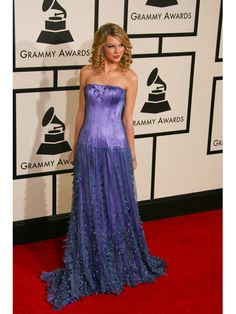 Taylor Swift's dress at this Grammy awards is absolute gorgeous!!! I'd love to have one just like it!