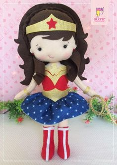 Wonder Woman in Felt Felt Diy, Felt Crafts, Diy And Crafts, Felt Doll Patterns, Stuffed Toys Patterns, Diy Superhero Costume, Diy Tiara, Felt Dolls, Diy For Girls
