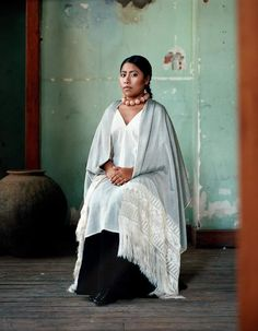 Yalitza Aparicio Martínez, the award-winning Mexican actress, made her film debut as Cleo in Alfonso Cuarón's 2018 Academy Award winning movie Roma. She's also made history by being the first indigenous Mexican to appear on a Vogue cover. Brunette Actresses, Black Actresses, Young Actresses, Female Actresses, Hispanic Actresses, Female Celebrities, Mexican Actress, Italian Actress, Pretty People