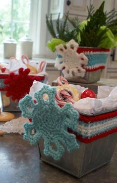 Holiday Wrapped Tins Free Crochet Pattern from Red Heart Yarns